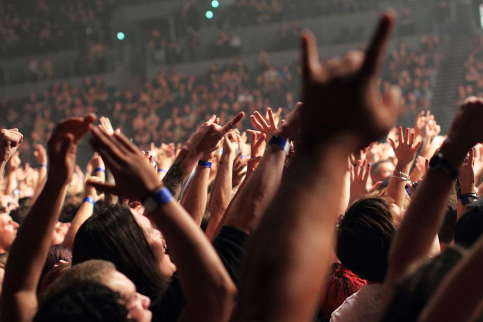 <div class='info-header'>Photographer</div> <a href='http://www.amandashootsbands.com' target='_blank'>Amanda Ratcliffe</a>
